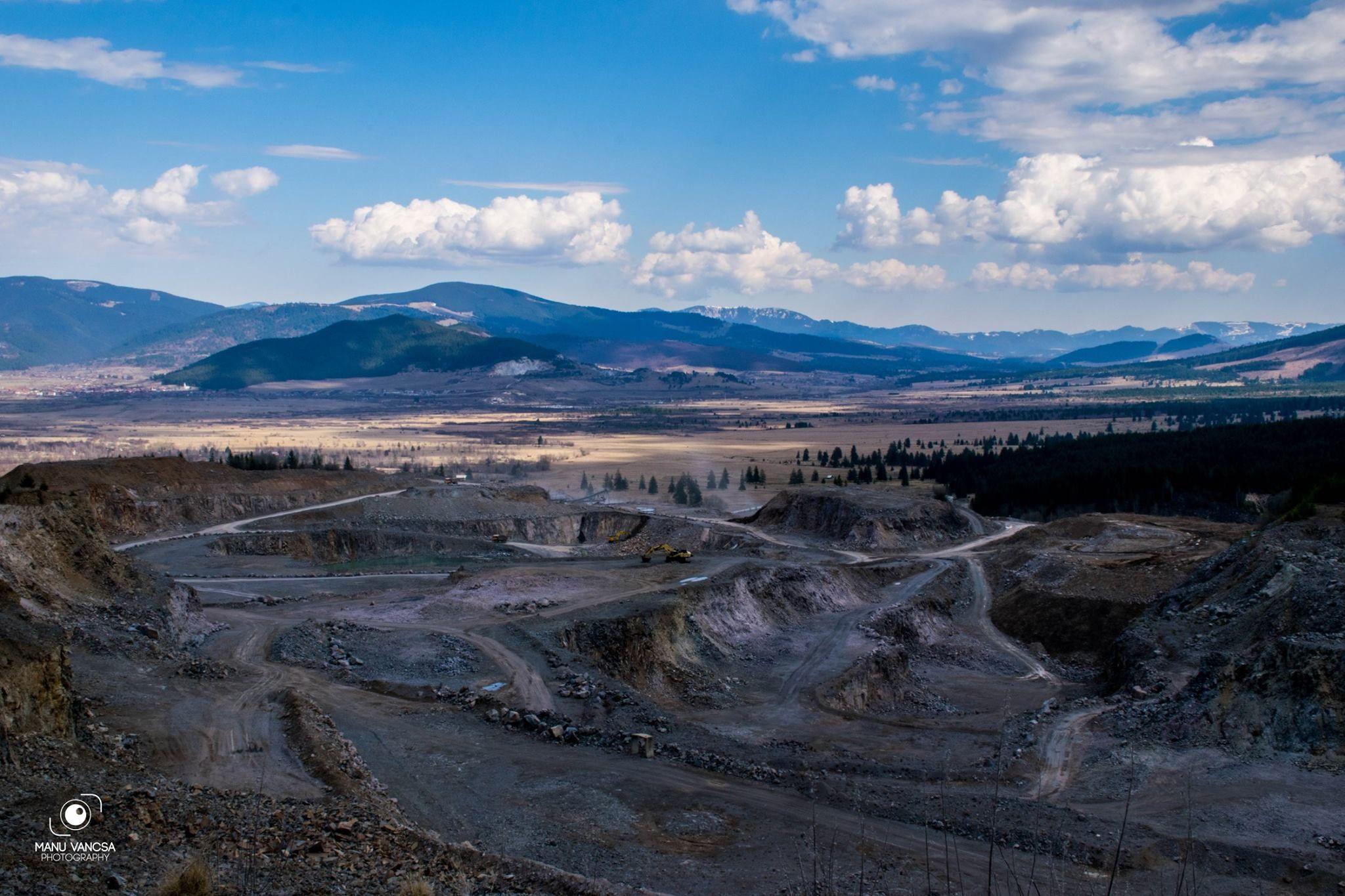 Cariera de la Suseni (Harghita), vedere spre Izvorul Muresului