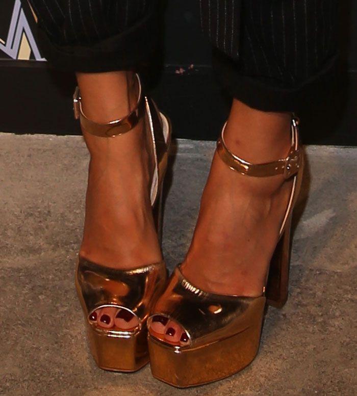 f47211f39a483 Jessica Alba in Giuseppe Zanotti sandals   Celebrities Wearing ...