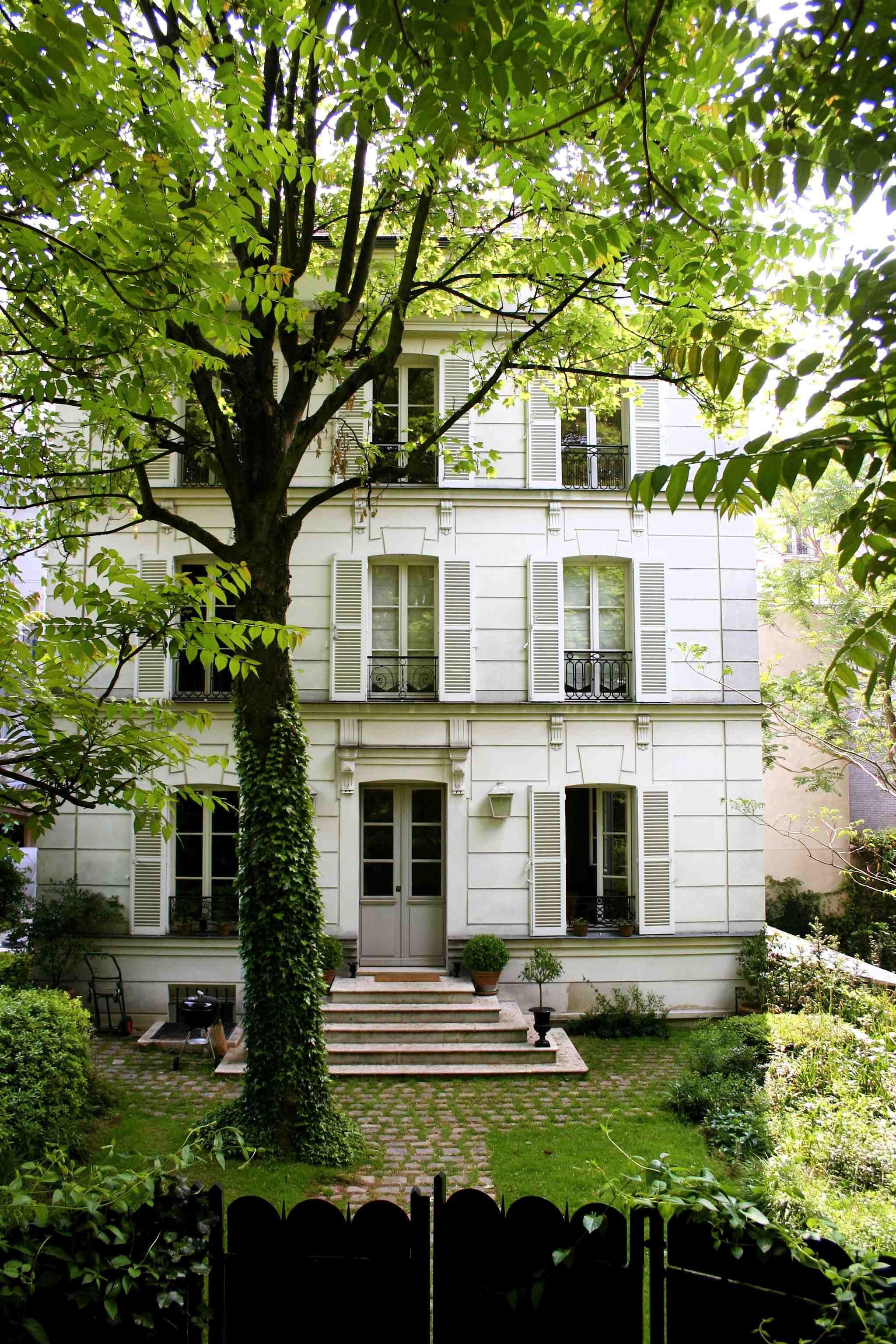 Montmartre The Hotel Particulier 23 Avenue Junot Pavillon D Paris XVIII