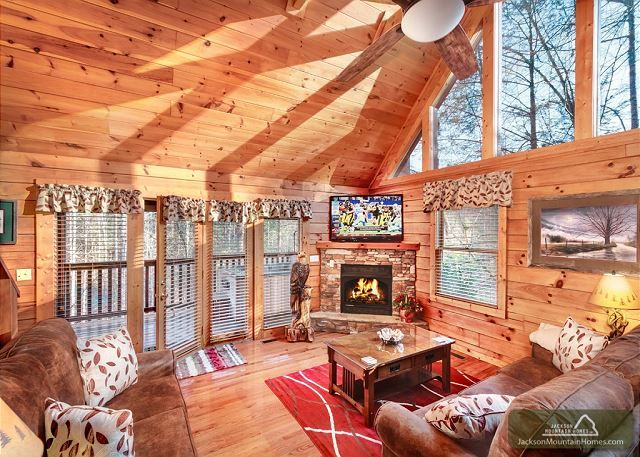 Hidden Haven Is A Three Bedroom Well Trimmed Vacation Home With All Of The Latest In Gaming Home Furnishings De Cabins In The Smokies Vacation Home Log Homes