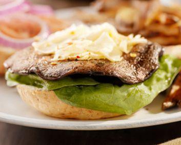8 façons santé de cuisiner les champignons #recettes | Low carb breakfast, Recipes, Food