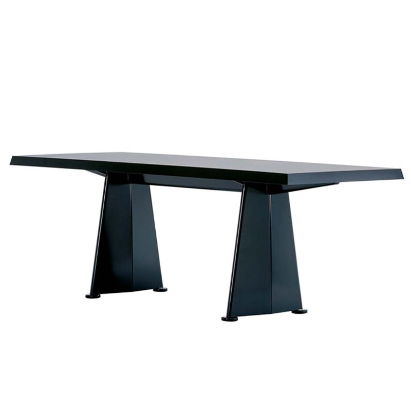 C'est en 1954 que Jean Prouvé réalise une série de mobilier pour la cité universitaire d'Antony. La chaise du même nom ainsi que la table Trapèze sont le fruit de ce projet.