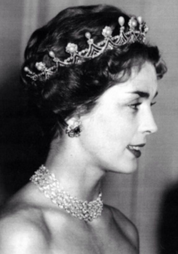 Duchess of Buccleuch and Queensbury. Unknown tiara?