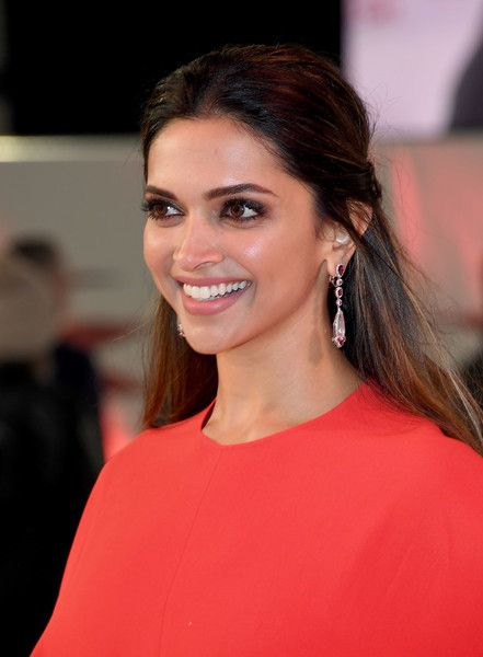 Deepika Padukone Half Up Half Down in 2020 | Deepika ...