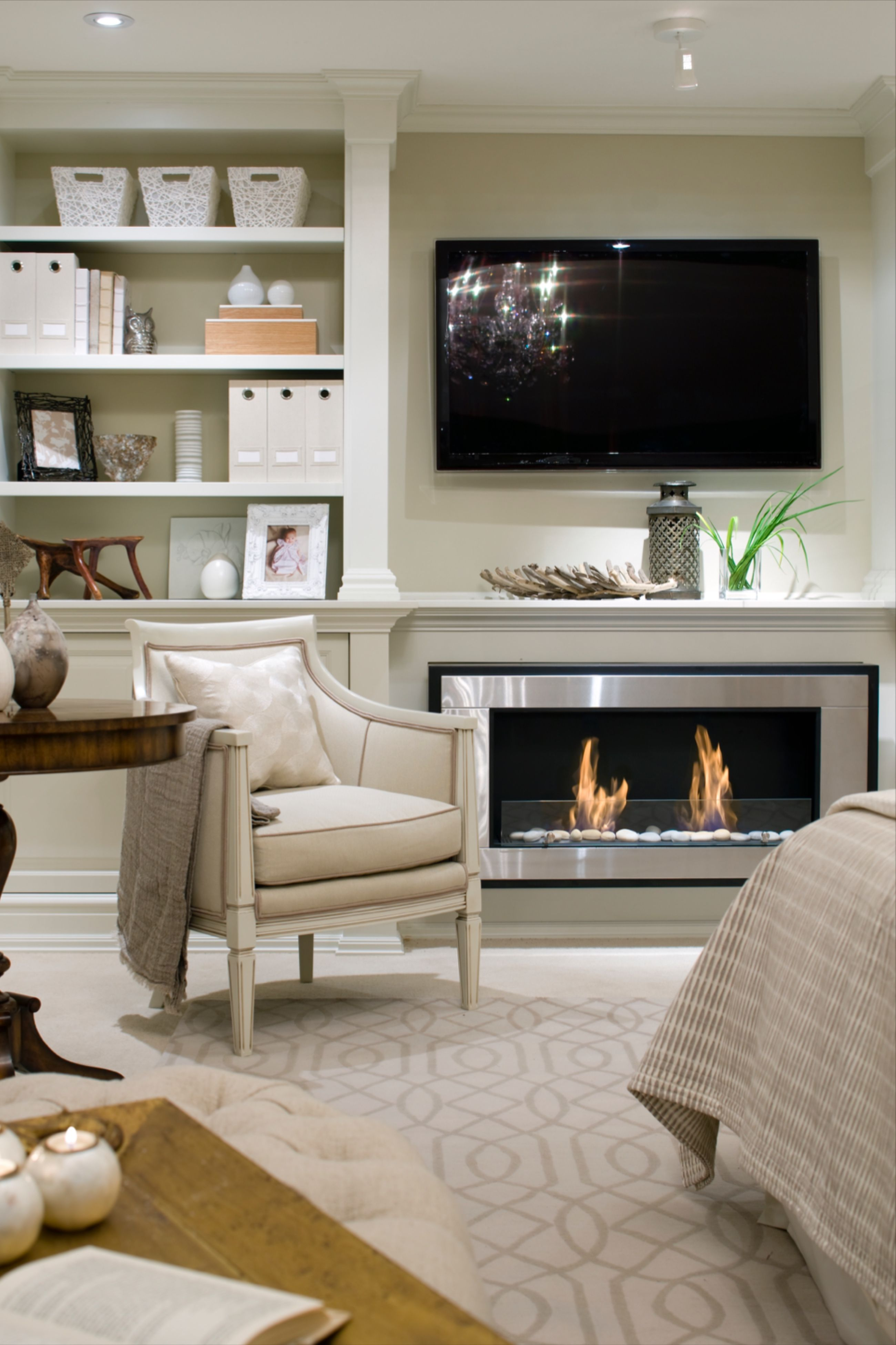 Candice Olson On Bedroom Design In 2020 Fireplace Design Family Room Design Livingroom Layout