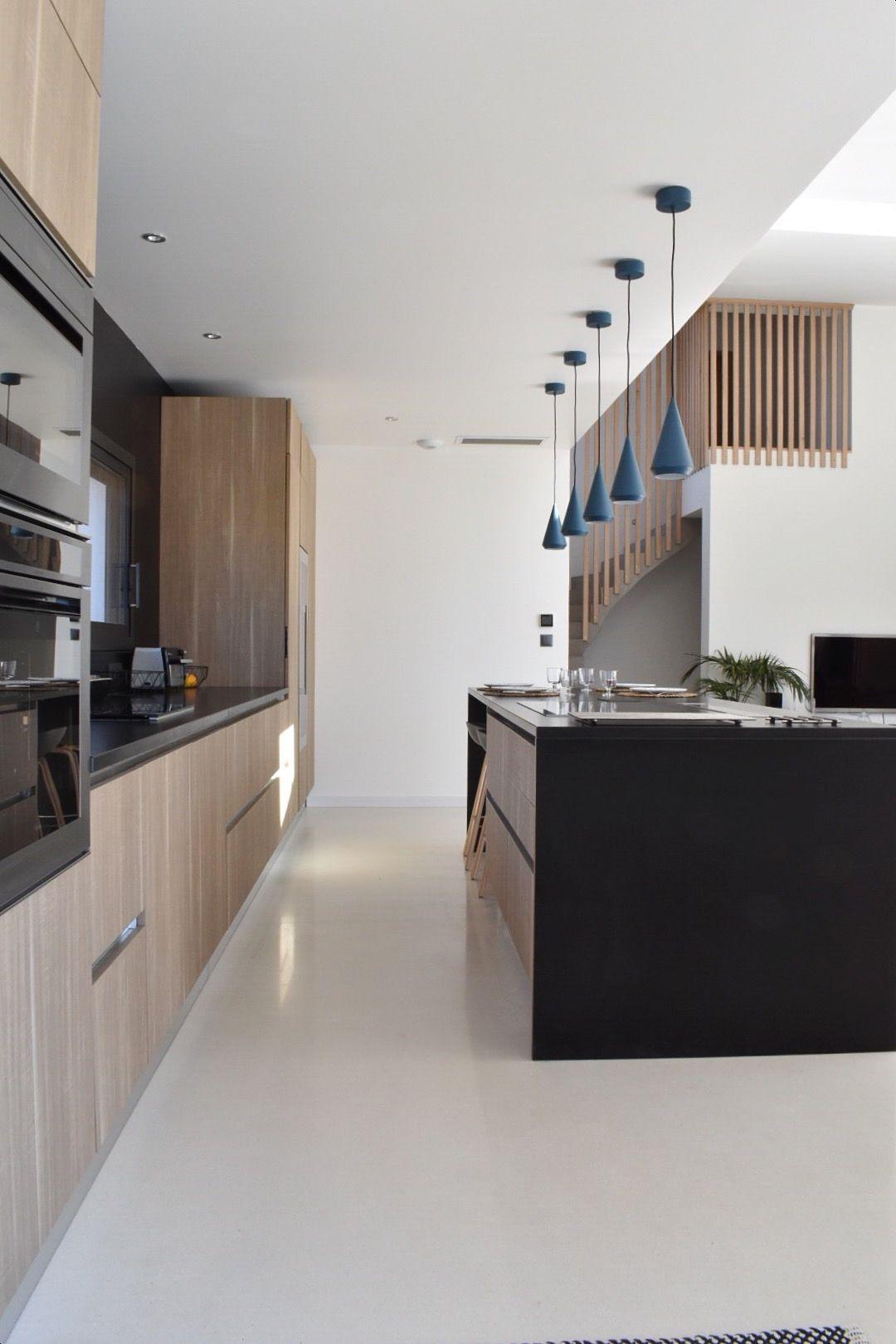 Conception d\'une cuisine contemporaine en bois et granit noir, Six ...
