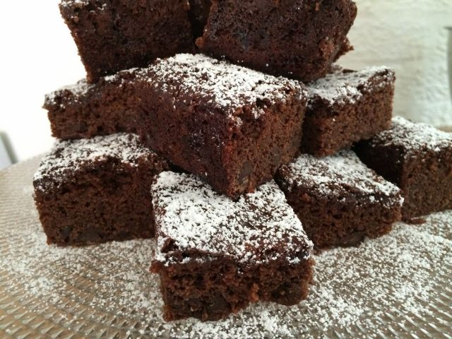 Incredibly rich and flavoursome, these chocolate fudge brownies are one to savour! Baked especially for vegan cake lovers, they are free from eggs, dairy and do not contain gluten ingredients. During the preparation, they include raw cacao powder, dairy and gluten free choc chips, homemade apple sauce and organic vanilla extract:)