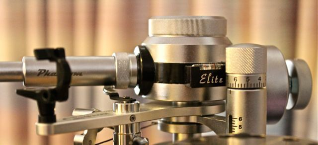 """Tonearm: the brand new Graham Phantom Supreme """"Elite"""". The Graham Supreme Elite is Bob Graham's newest offering to the analog domain. The """"Elite"""" has an even more refined main pivot assembly than its predecessors and uses custom-designed internal wiring licensed from Nordost."""