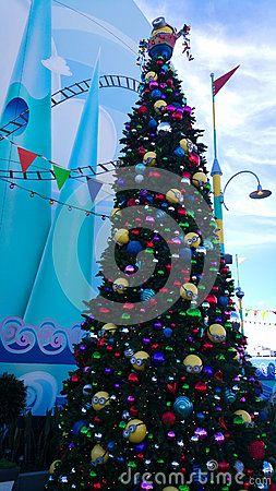 minions christmas tree at universal studios hollywood - When Does Universal Studios Hollywood Decorate For Christmas