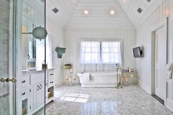 Image of Adorable Beach Cottage Style Bathrooms with White Porcelain