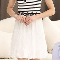 Item No: 1821#   Style: commuting  The combination of forms: single  Collar: collar  Fly: sleeve head  Fabric: Chiffon  The content of more than 95% components:  Material: Cotton  The year 2015 summer season:  Color: White Black  Size: M L XL XXL
