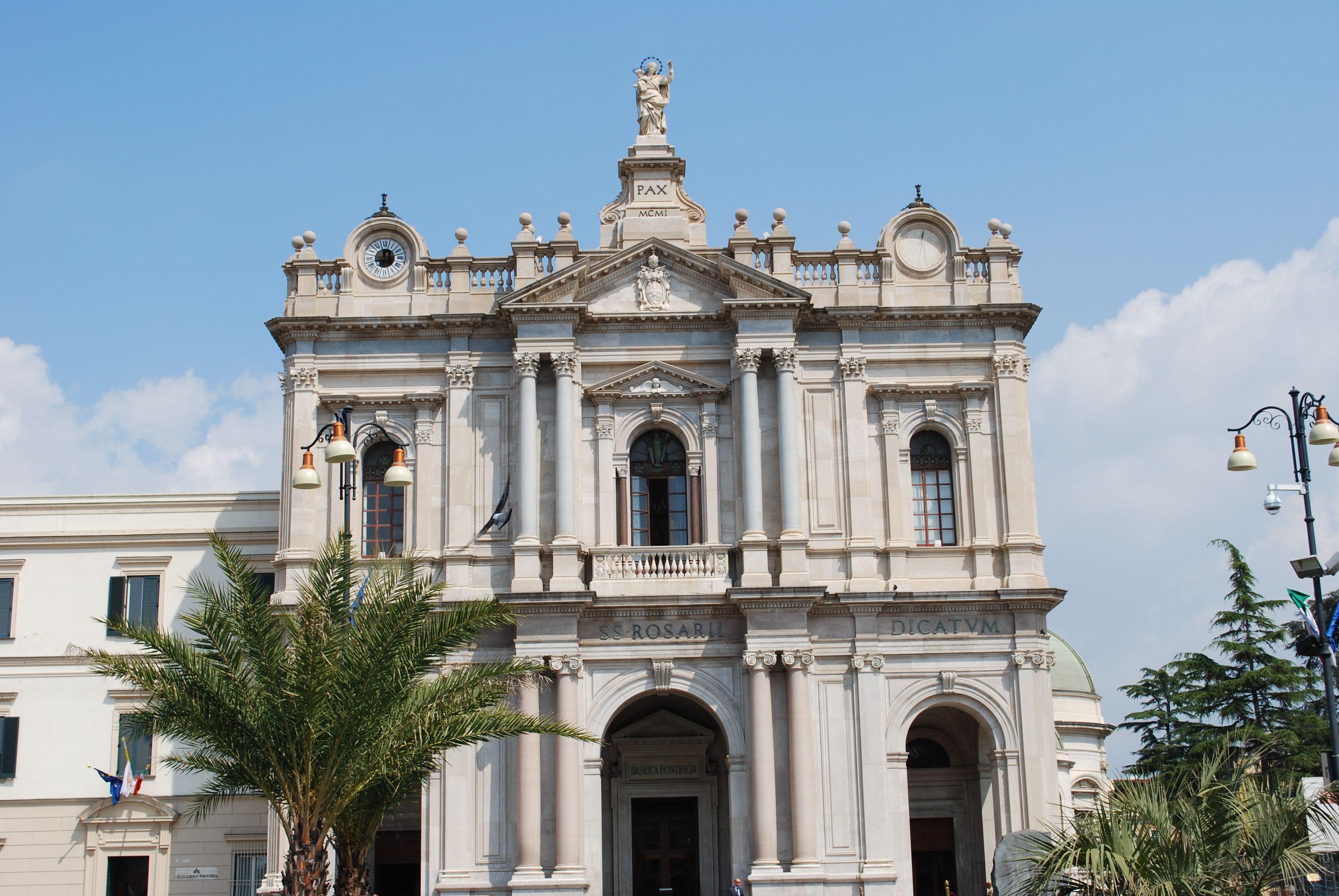 Basilica della Madonna del Rosario (piazza Bartolo Longo)
