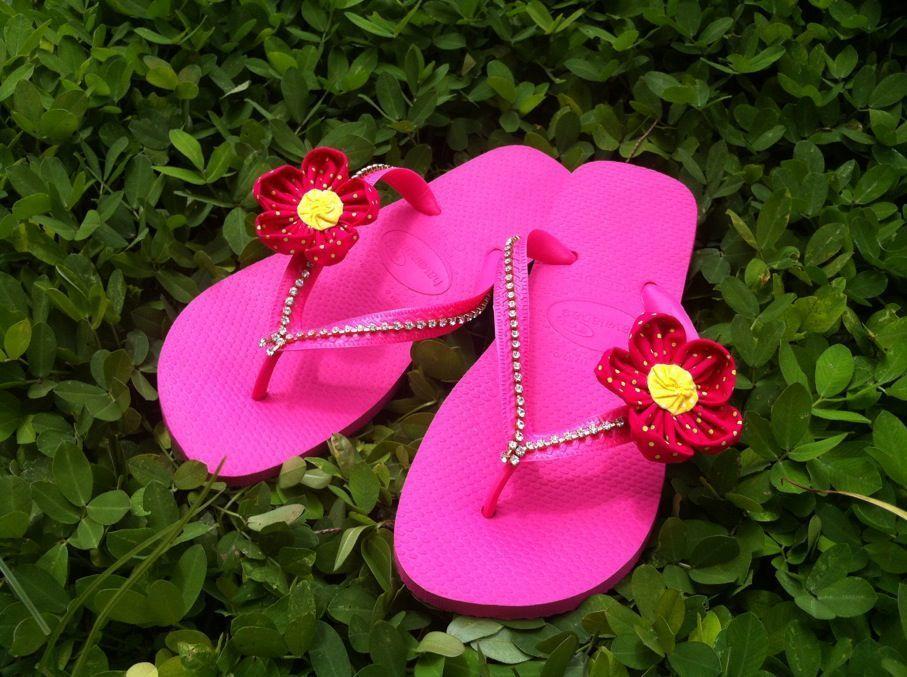 Havaianas customizadas com strass swarovski e flor de fuxico!