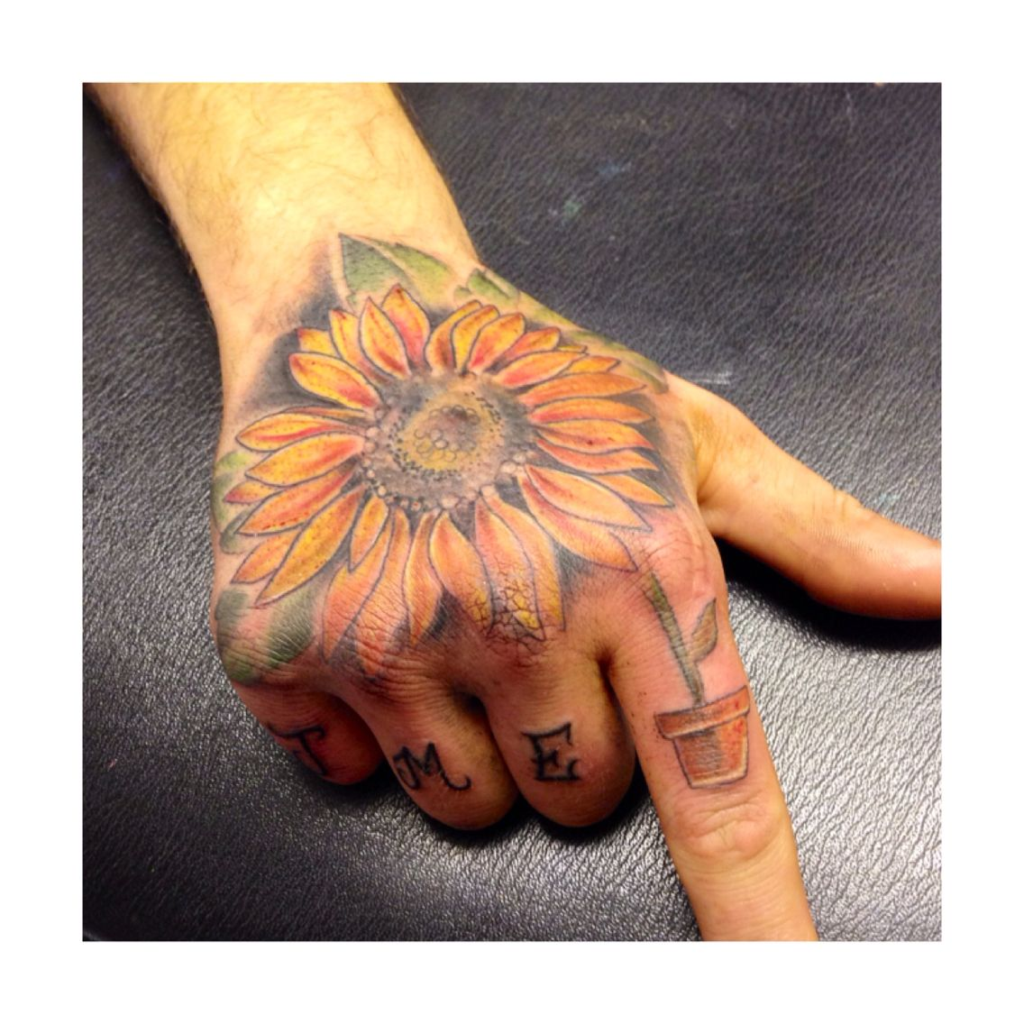 Sunflower hand tattoo Tattoos, Hand tattoos, Sunflower