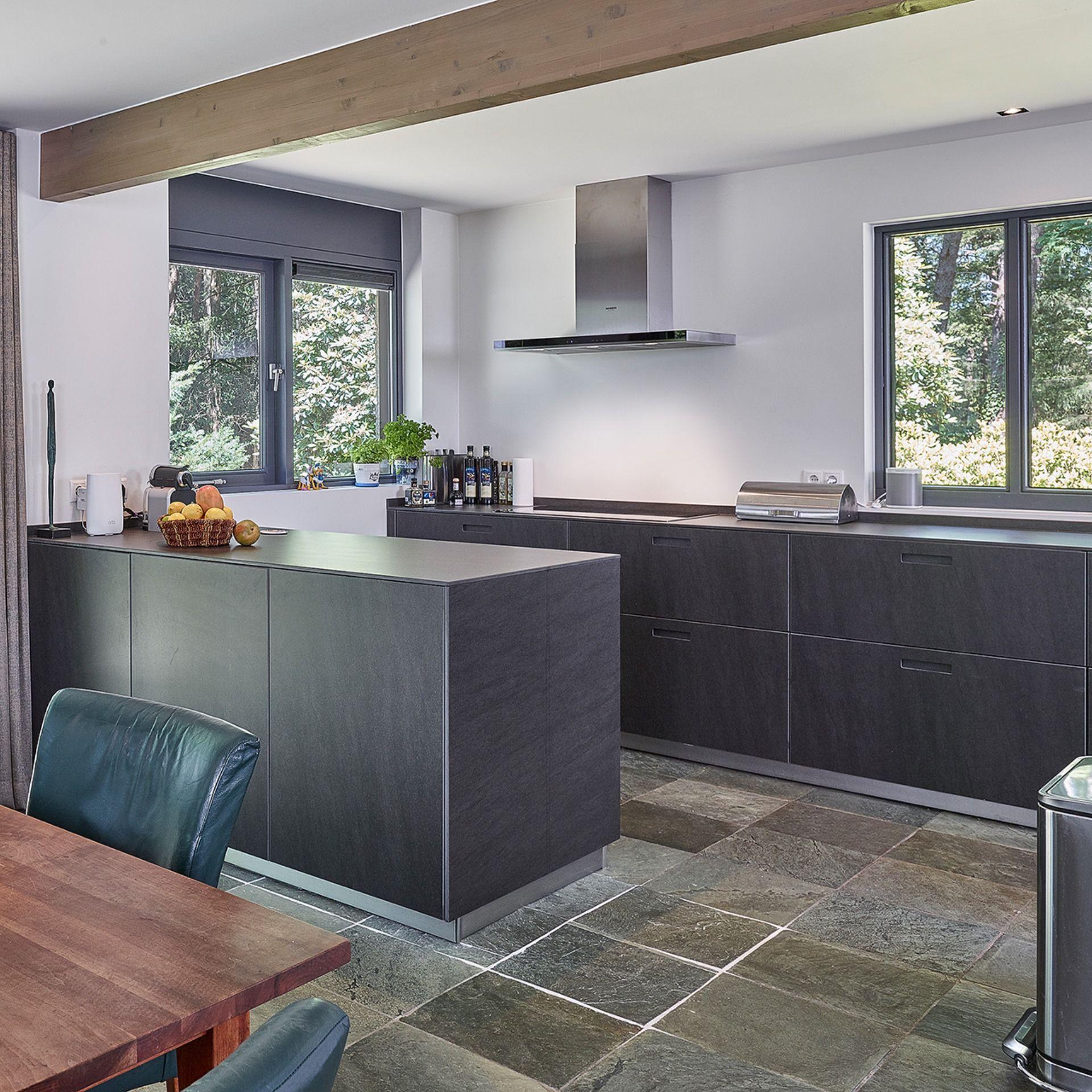 Diese Küche Next125 von Schüller in der Farbe Ceramic Grafit ...