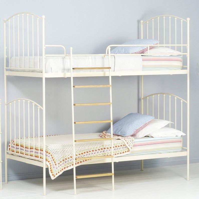 Etagenbett. Etagenbett für Kinder. Zwei Etagenbett