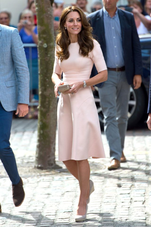 f1a95314dfbe Kate Middleton's outfit is perfect with this blush dress, simple wedges and  sleek accessories. Style inspiration forever.