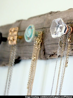 Do it yourself accroche colier chambre parents pinterest diy necklace holder or coat rack driftwood craft with doorknobs solutioingenieria Choice Image