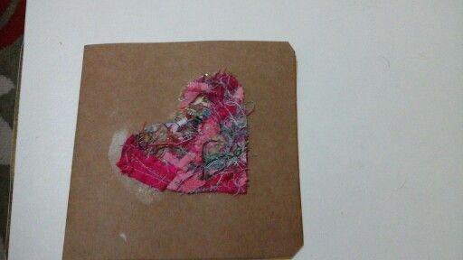 Cartão feito com Orts (restos de linhas e tecidos)