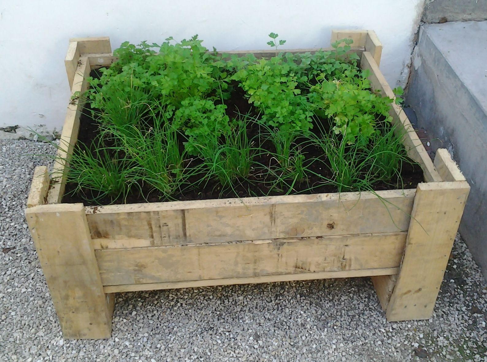 Planter Herbes Aromatiques Jardiniere pallet herbs planter | palette jardin, jardinière palette et