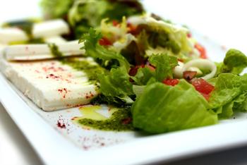 Ensalada de Queso de Cabra con Guacamole | Restaurante TresCarros