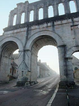 La porte d'Arroux, une des portes d'entrée d'Augustodunum (Autun) avec la porte Saint-André.
