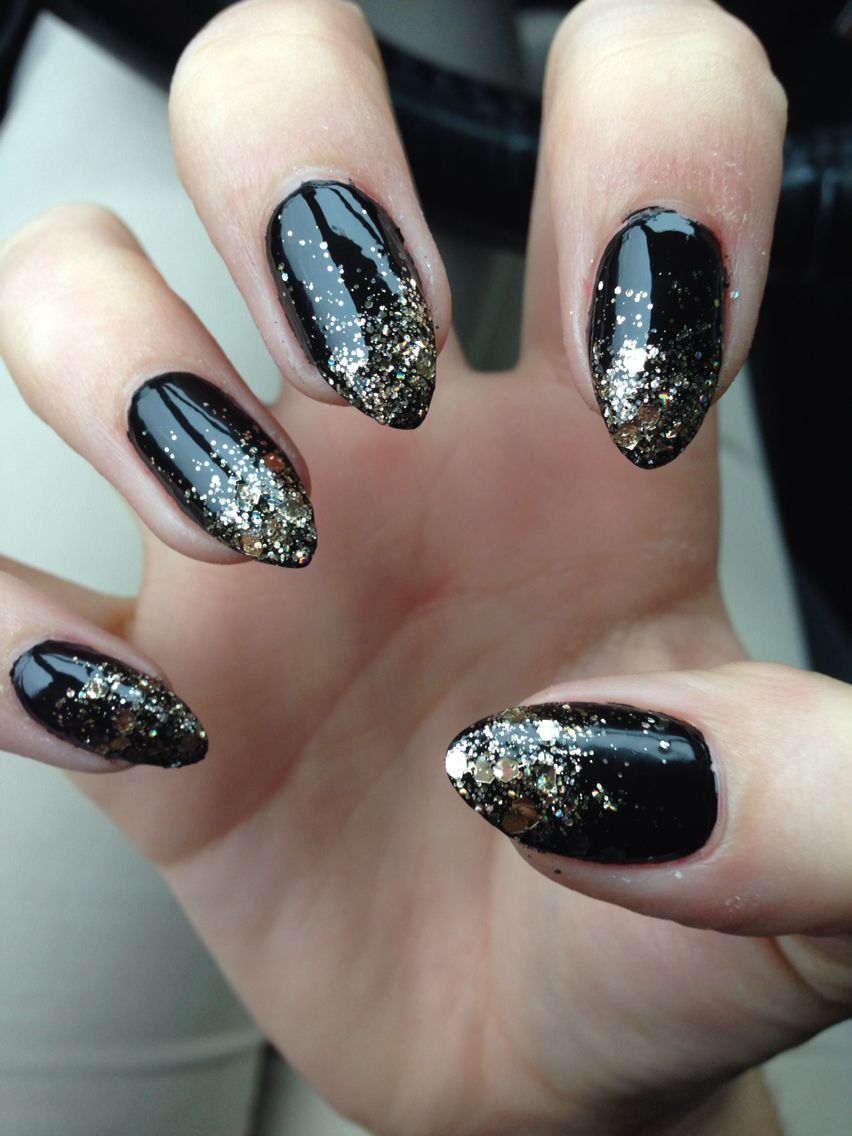 Stiletto nails black with gold glitter ombré