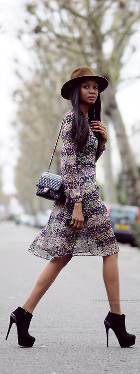 Florals and not-so-floppy hats / Bisous Natasha
