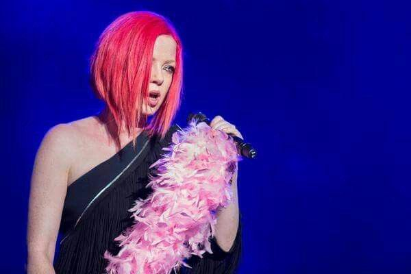 Shirley Manson of Garbage shows off her pink hair. Love this cut! Don't think I could pull off the pink though :(