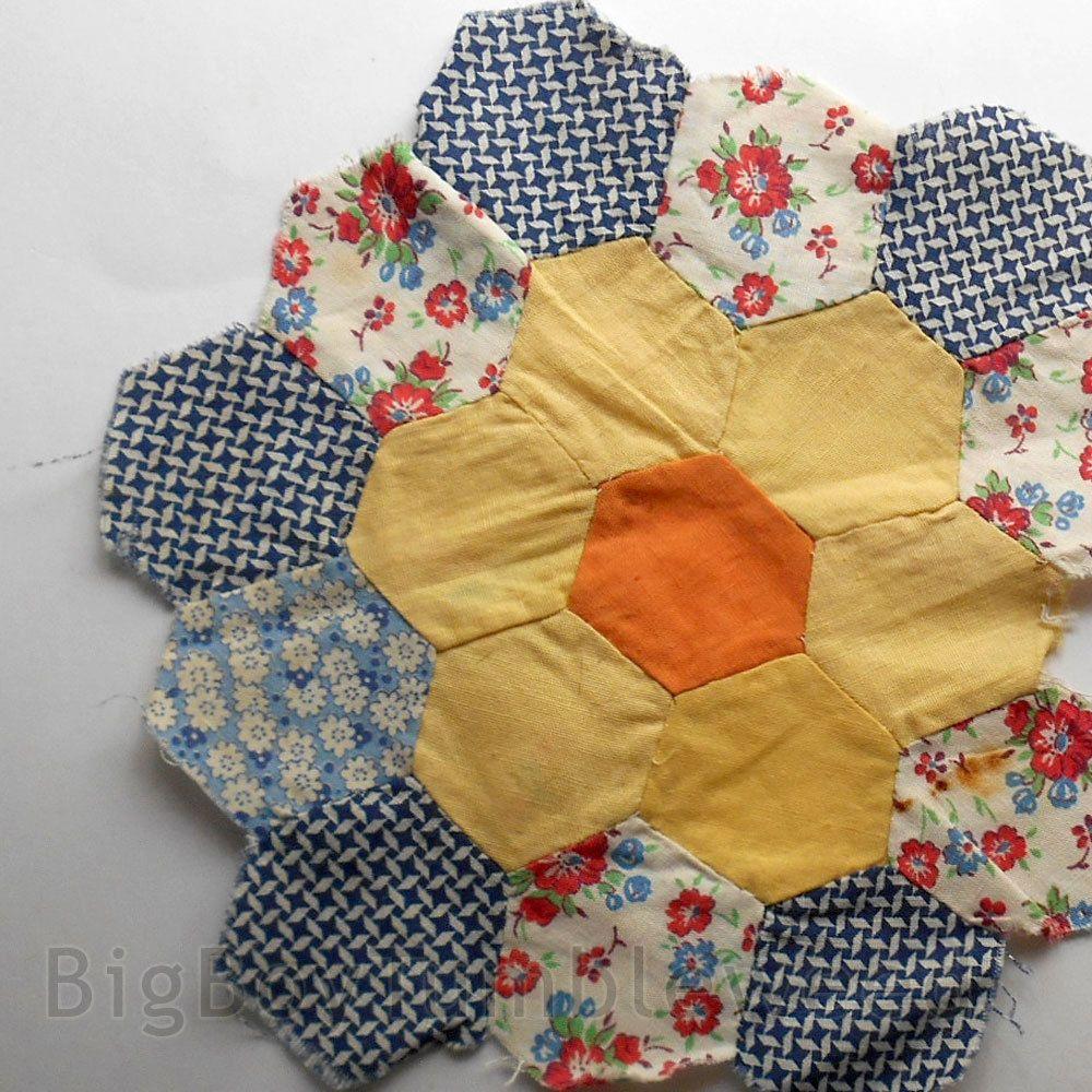 VINTAGE Hexagon squares honeycomb Flower Garden design pattern Quilt block piece #Vintage #BigBoyTumbleweed