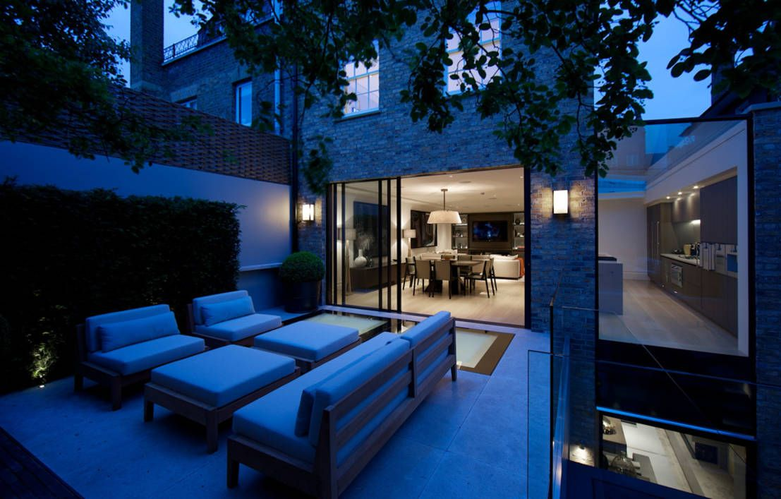 ​Back garden at Bedford Gardens House. : Modern garden by Nash Baker Architects Ltd