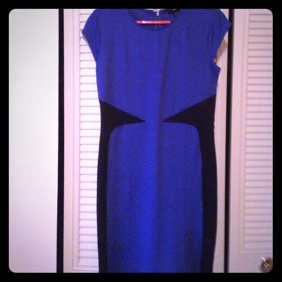 NWOT Mossimo Target Colorblock scuba dress Extreme blue/black. Design gives you an hourglass shape look. Zipper in back. Beautiful! Never worn. Mossimo Supply Co Dresses