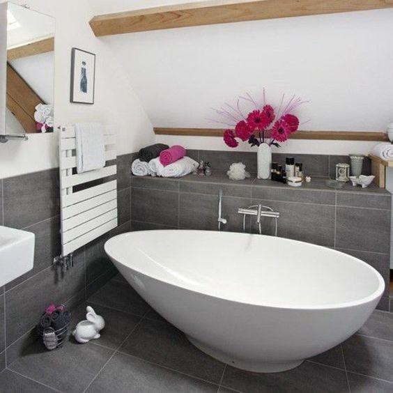 Ideen Moderne Badezimmer Mit Fliesen Stil: Badezimmer_Freistehende-Badewanne_Barune-Fliesen_Christoph