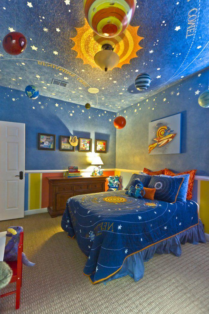 kinderzimmer ideen kosmos im zimmer des jungen gestalten bettdecke und w nde sch n streichen. Black Bedroom Furniture Sets. Home Design Ideas