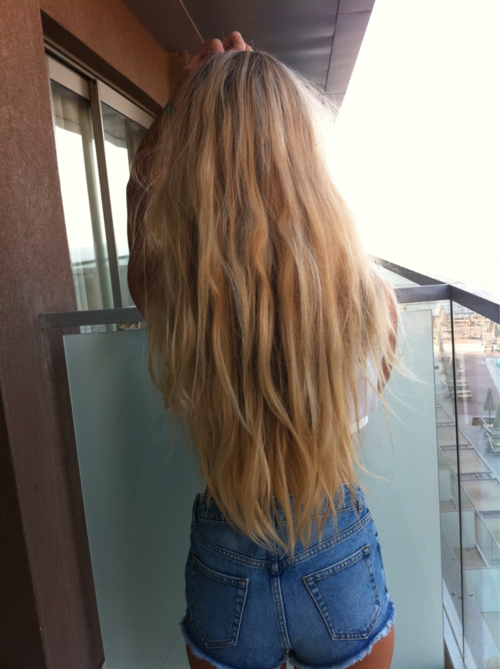 So loooong hair.. and also nice colour.. But.. where is ...
