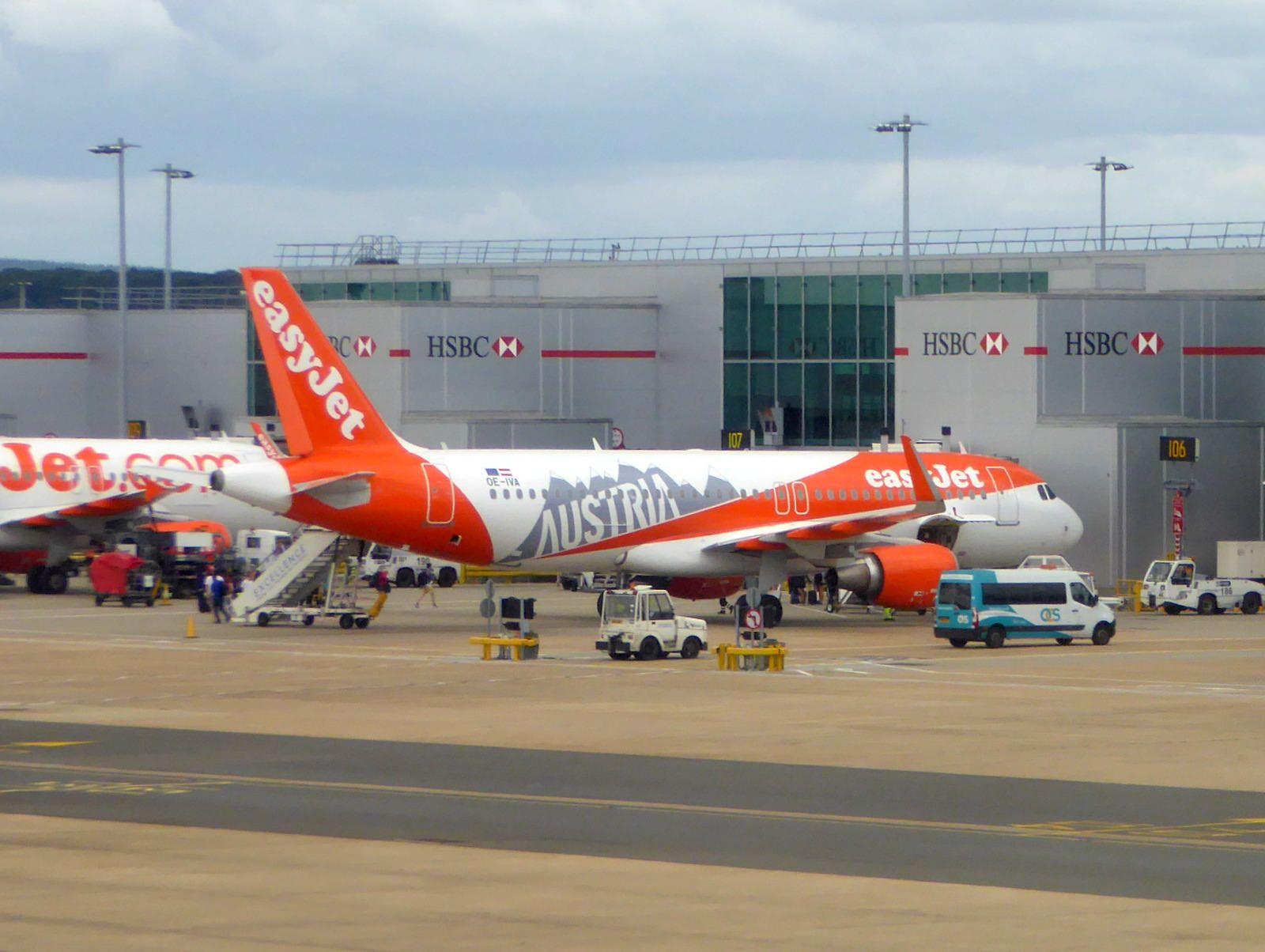 Oe Iva Airbus A320 214 Cn 6970 Easyjet Europe Gatwick 04aug17