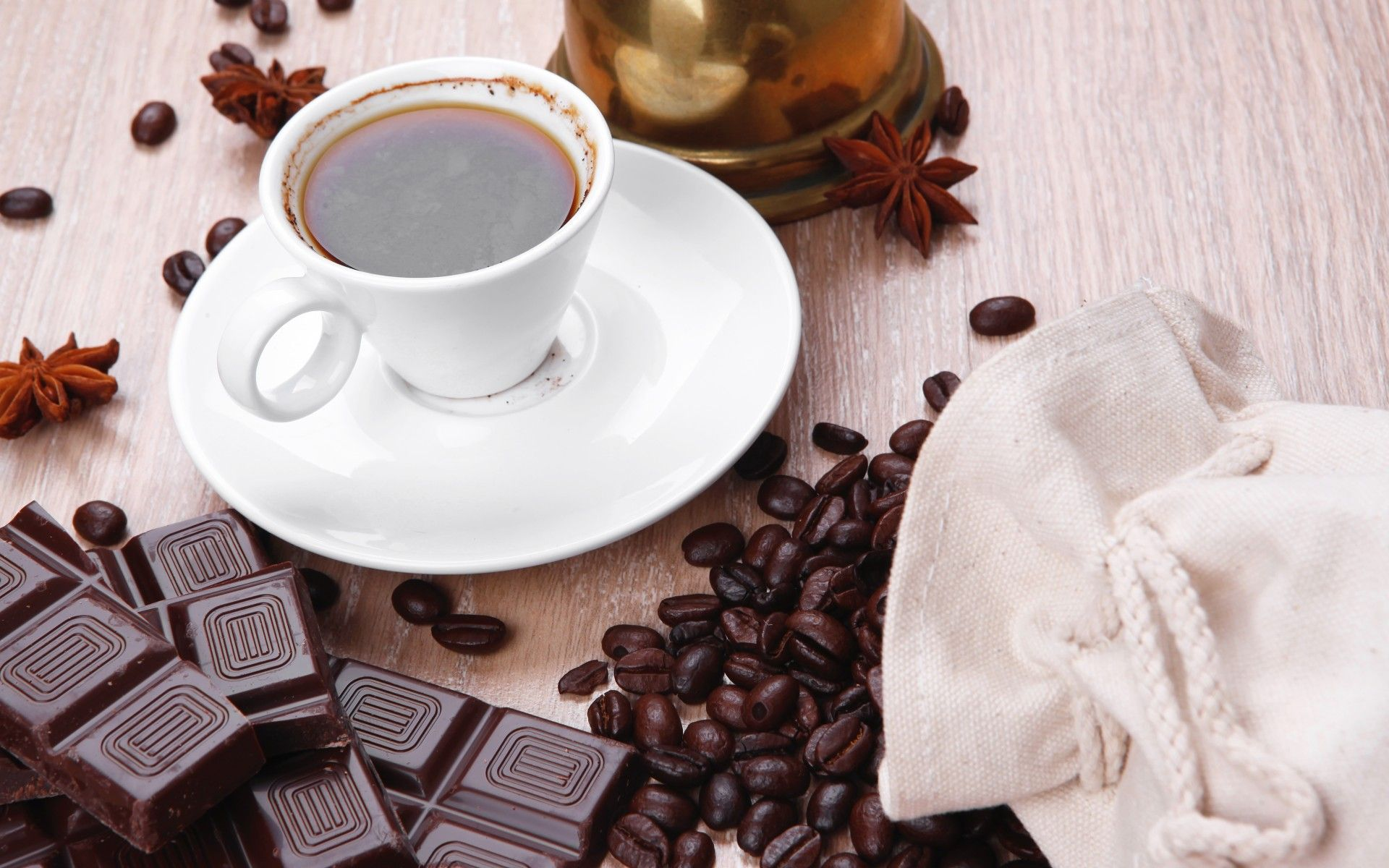 фото чашка кофе и шоколад посадят