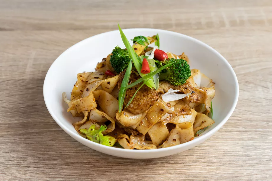 A New Xi An Hand Pulled Noodle Restaurant Bounces Into Williamsburg Nyc Food Noodle Restaurant Savoury Dishes