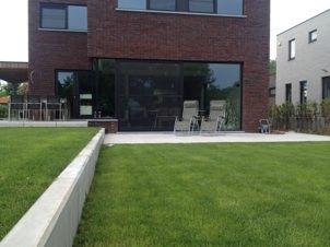 Strak tuinontwerp modern beton element buitentrap megatagels tuinontwerp axis - Moderne buitentrap ...