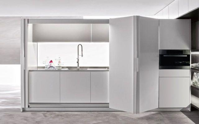 Idee e suggerimenti per arredare una cucina piccola con un angolo cottura a scomparsa cose di - Cucine a scomparsa per monolocali ...