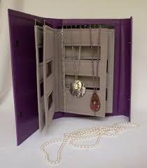 Necklace storage to go