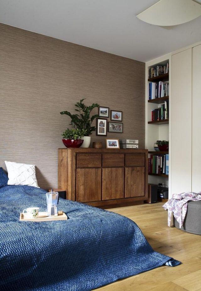 Schlafzimmer Gestaltung Modern Farben Braune Wand Blaue Tagesdecke