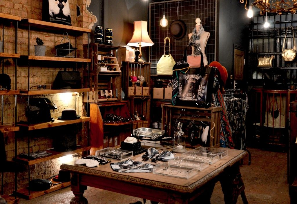 Top Des Boutiques De Destockage A Paris En 2020 Lampe Decoration Interieur Et Boutique Deco Paris