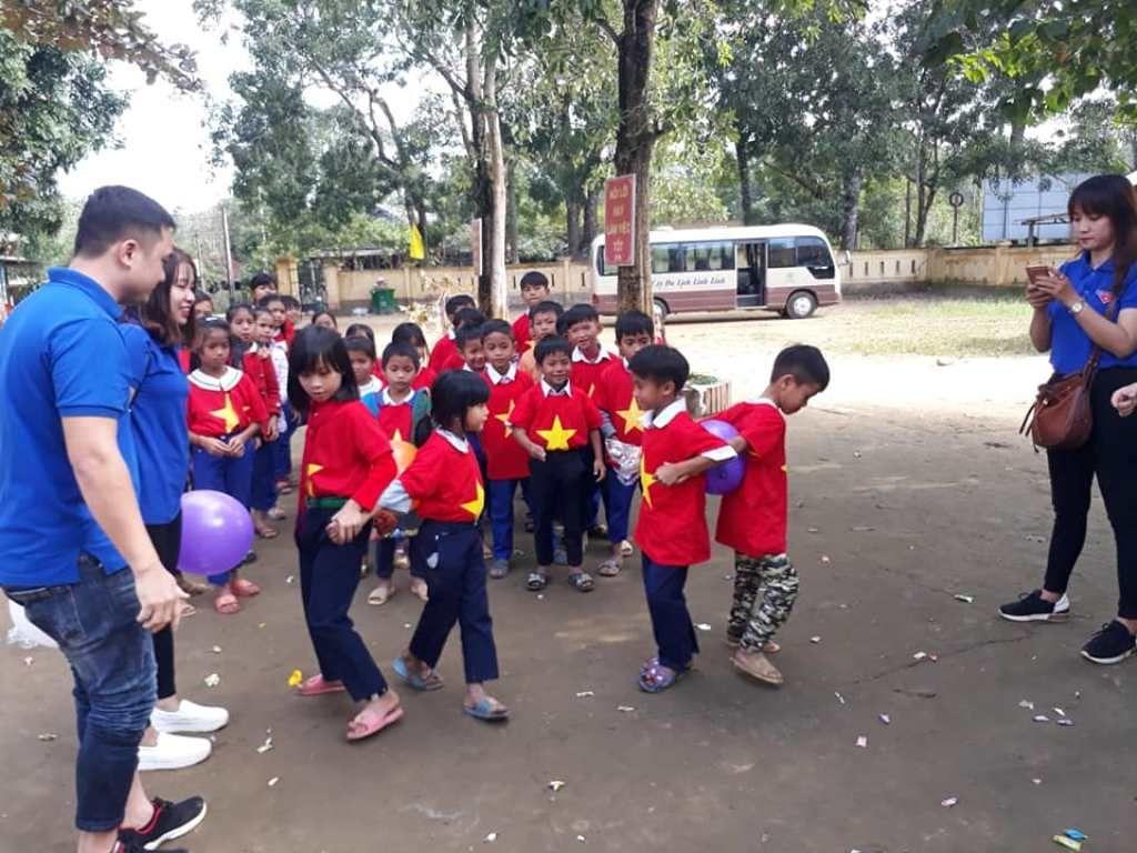 Áo cờ đỏ sao vàng trường tiểu học Vĩnh Thủy - Hình 4