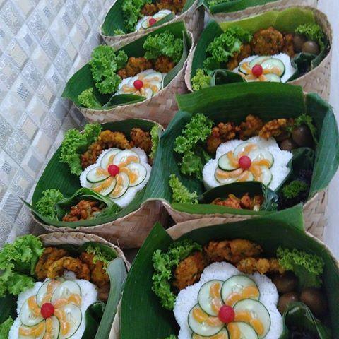 Besek Halal Dari Lawo99 Thanks To Order Leonyindriati Bisa Unt Hantaran Kado Spesial Goodybag N A Resep Masakan Indonesia Ide Makanan Makanan Dan Minuman