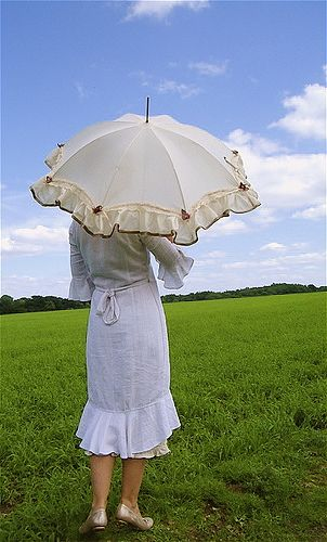 parasol in meadow  Malphi Rustic Chic Frilly Parasol by SUSANNAH DASHWOOD, via Flickr  http://malphi.typepad.com