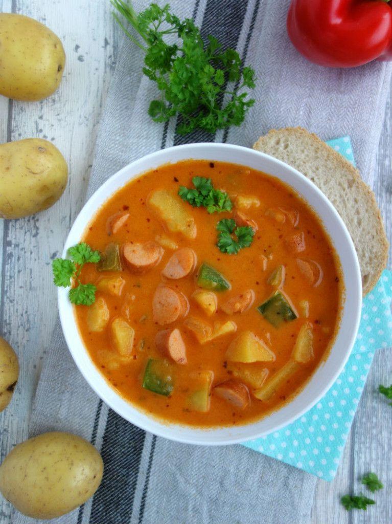 Kartoffelgulasch mit Wiener Würstchen, Familieneintopf - MeineStube