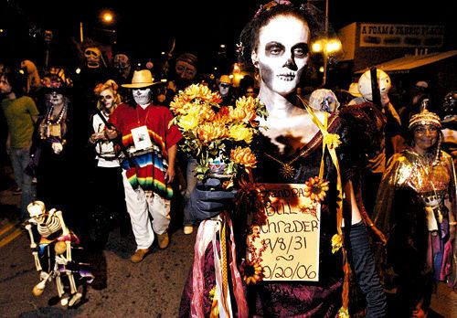 All Souls Procession Tucson I Ll Be There Tomorrow 11 04 12 Samhain Mexico Day Of The Dead Origin Of Halloween