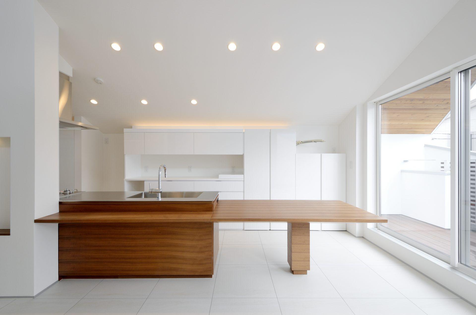 白基調の採光がデザインされた明るい住まい ベルクハウス 建築家
