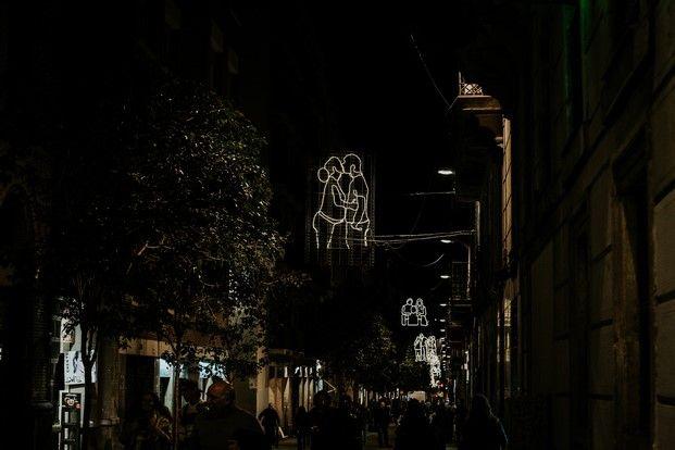 El Raval nos abraza durante las fiestas exteriors Pinterest - Luces De Navidad